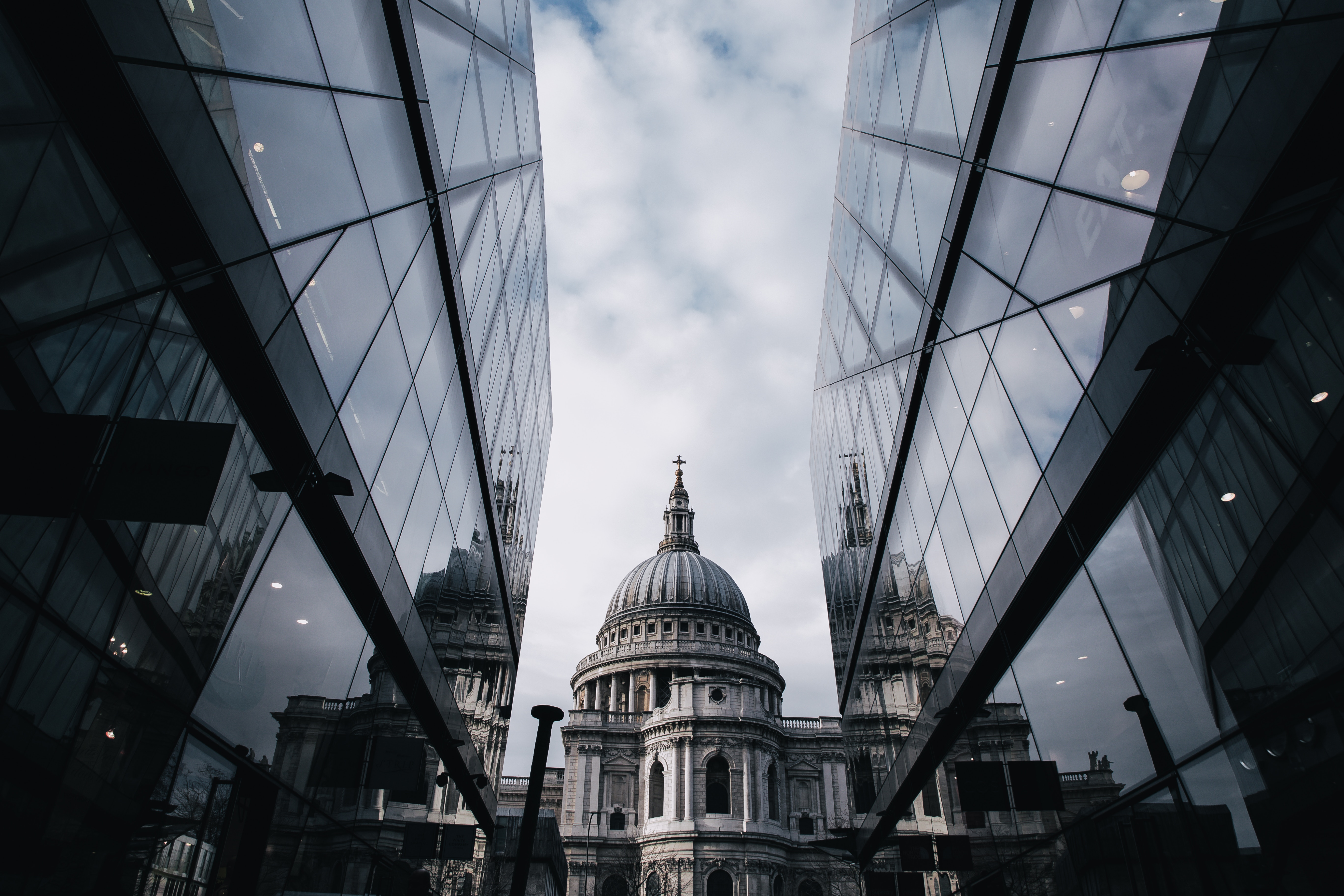 an image of st paul's cathedral